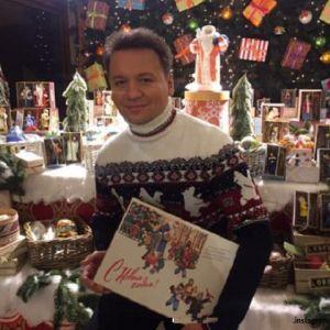 Подробнее: Александр Олешко  представил свою коллекцию новогодних игрушек в ГУМе