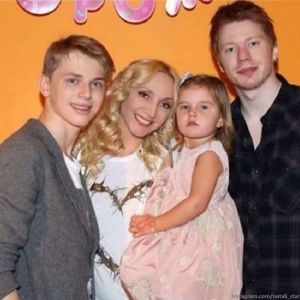 Подробнее: Кристина Орбакайте воссоединилась в замке у Пугачевой с младшим сыном и рассказала об его успехах
