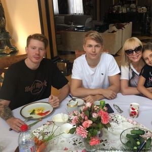 Подробнее: Кристина Орбакайте поделилась видео пятилетней давности в 28-й день рождения Никиты Преснякова