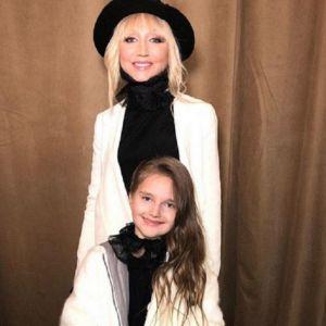 Фото Кристины Орбакайте с дочерью. Подробнее: Кристина Орбакайте показала, как учит дочку делать макияж