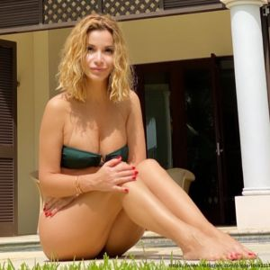 Подробнее: Голая Ольга Орлова искупалась в бассейне