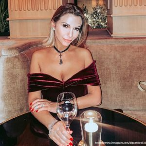 Подробнее: Ольга Орлова поделилась фото в экзотическом купальнике
