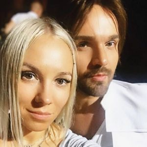 Подробнее: Александр Панайотов публично признался в любви к жене