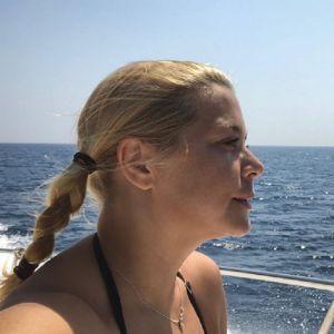 Подробнее: Ирина Пегова отметилась на яхте в цветочном купальнике