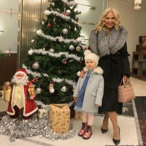Подробнее: 2-летнюю дочь Пелагеи превратили с помощью аквагрима в тигренка на новогодней елке