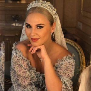 Подробнее: «Царица»: Пелагея в короне и роскошном платье выступила в Кремле