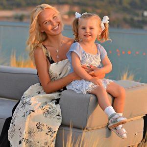 Подробнее: Пелагея показала, как ее 3-летняя дочь катается на самокате и поет