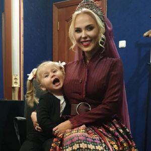 Подробнее: Пелагея показала успехи своей 3-летней дочери Таисии