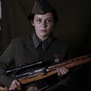 Подробнее: Юлия Пересильд  сыграла знаменитого снайпера