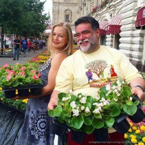 Подробнее: Юлия Пересильд и другие звезды превратились в садоводов на Фестивале цветов
