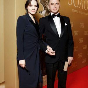 Подробнее: Игорь Петренко вывел в свет молодую жену и старшую дочь