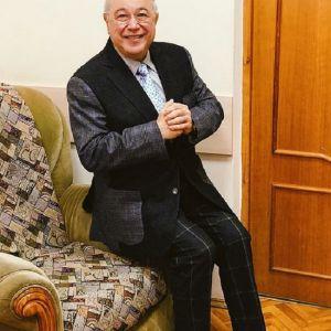 Подробнее: Евгений Петросян завел себе новую молодую помощницу