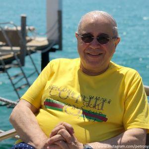 Подробнее: Евгений Петросян остался без работы и без денег