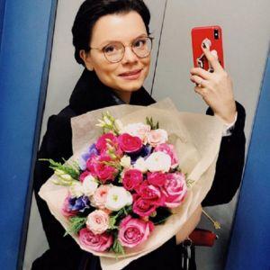 Подробнее: Новая избранница Евгения Петросяна заинтриговала кольцом на безымянном пальце