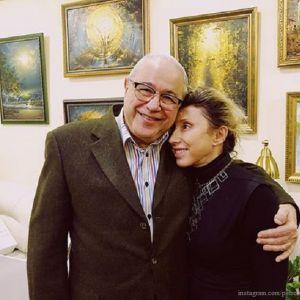 Подробнее: Евгений Петросян показал, как целуется  с Еленой Воробей