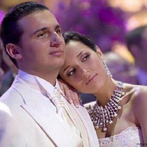 Подробнее: Алсу отмечает стальную свадьбу
