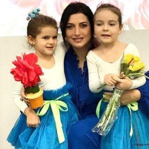 Подробнее: Дочери  Жасмин и Филиппа Киркорова выступили вместе на празднике весны  в детском саду