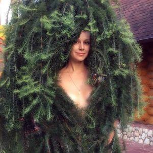 Подробнее: Певица Натали надела елку вместо нижнего белья