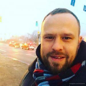 Подробнее: Кирилл Плетнев снова снимается в военной  форме