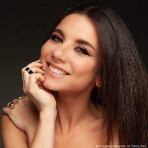 Подробнее: Анна Плетнева поделилась горячими фото в черном бикини