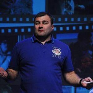 Подробнее: Михаил Пореченков учится курить