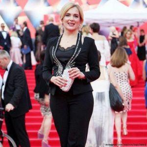 Подробнее: Мария Порошина продемонстрировала прекрасную форму на красной дорожке кинофестиваля
