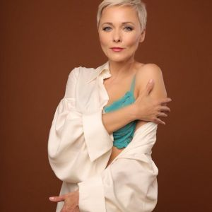 Подробнее: «Пора пошалить»: Дарья Повереннова устроила откровенную фотосессию с демонстрацией нижнего белья