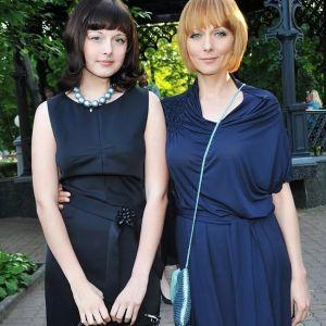 Подробнее: Дарья Повереннова выглядит старшей сестрой дочери