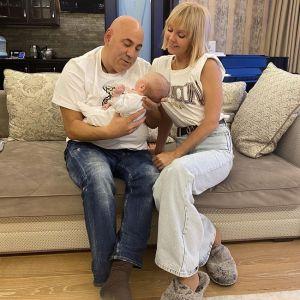 Подробнее: Иосиф Пригожин поделился новыми фото с крещения внучки Валерии