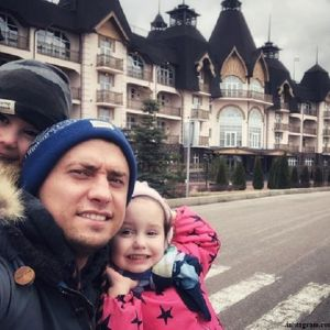 Подробнее: Павел Прилучный запел и снялся в клипе вместе с детьми