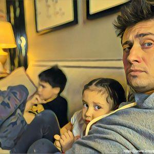 Подробнее: Павел Прилучный записал на видео, как проводит время с детьми