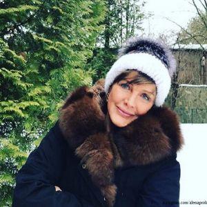 Подробнее: Елена Проклова показала, как молодо выглядит в алом мини-платье