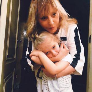 Подробнее: Алла Пугачева показала прогулку с дочерью Лизой по цветущему саду