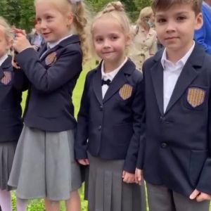 Подробнее: Дети Аллы Пугачевой ездят в школу на роскошном автомобиле