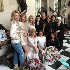 Подробнее:  Алла Пугачева устроила вечеринку для  близких друзей в своем замке
