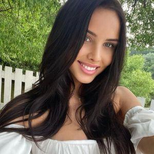 Подробнее: Анастасия Решетова показала фото в приличном купальнике
