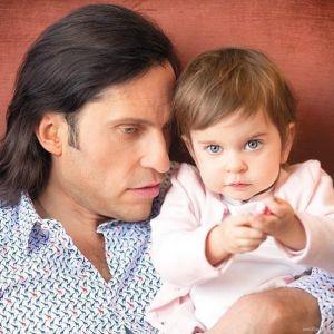 Подробнее: Александр Ревва поставил 2 летнюю дочь на лыжи