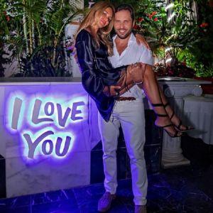 Подробнее: Жена Александра Реввы страстно призналась ему в любви в день 45-летия