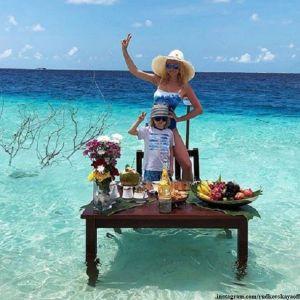 Подробнее: Яна Рудковская похвасталась, что ее мужчины открывают первый пластиковый  каток на Мальдивах