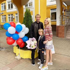 Подробнее: «Гномыч в «Г» класс»: Сын Яны Рудковской пошел в школу