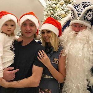 Подробнее: Яна Рудковская и Евгений Плющенко подарили сыну первые фигурные коньки (видео)