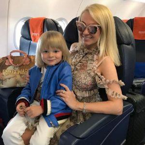 Подробнее: Четырехлетний Саша Плющенко впервые прошелся по подиуму в Париже на Неделе высокой  моды