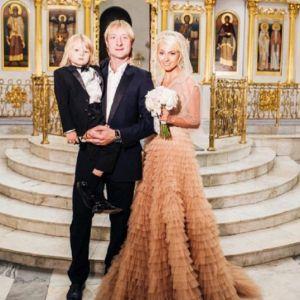 Подробнее: Венчание Яне Рудковской обошлось бесплатно