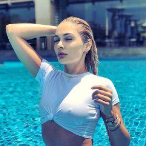 Подробнее: Наталья Рудова показала свой сексуальный купальник