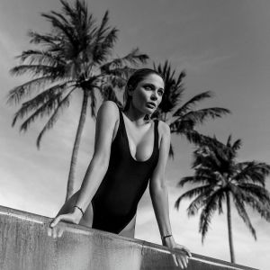 Подробнее: Наталья Рудова похвасталась грудью в купальнике со сногсшибательным декольте