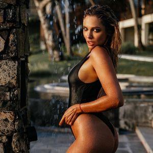 Подробнее: Наталья Рудова подверглась критике за фото в купальнике
