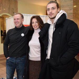 Подробнее: Сын Виктора Рыбина и Натальи Сенчуковой встречается с девушкой с 3 лет
