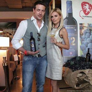 Подробнее: Кирилл Сафонов с женой решили отметить годовщину свадьбы поездкой в Милан