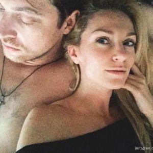 Подробнее: Интимное фото  Кирилла Сафонова с женой