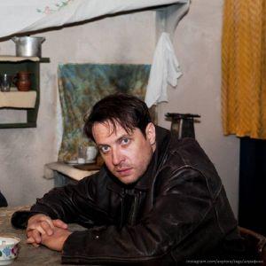 Подробнее: Кириллу Сафонову пришлось участвовать в трюках, погонях и перестрелках в мороз и холод